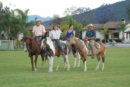 Hotel Rancho La Esmeralda: Paseos a caballo muy seguro y plascentero