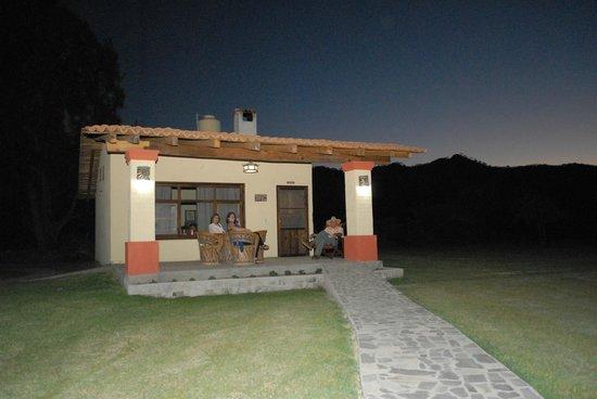 Hotel Rancho La Esmeralda: atardecer desde terraza disfrutando del panorama