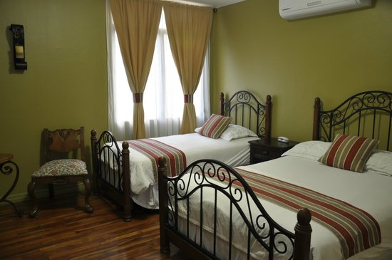 Los Laureles Hostal
