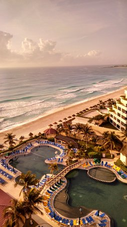GR Solaris Cancun: View from our ocean view room (top floor)