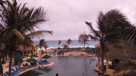 GR Solaris Cancun: View from the terrace overlooking the pool to the ocean
