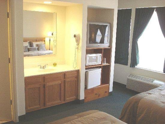 Country River Inn: Room one - microwave, refrigerator, cable TV, & A/C