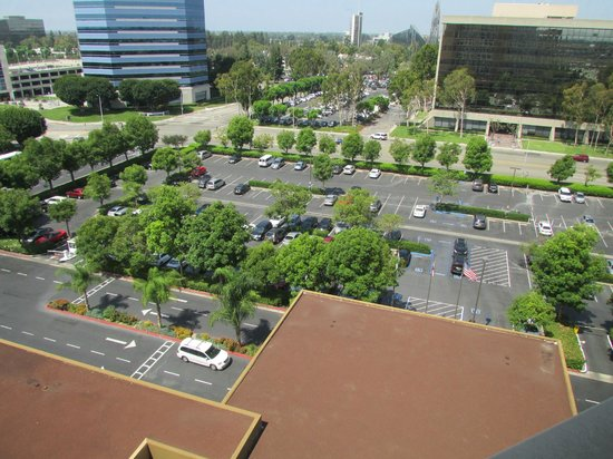 Doubletree by Hilton Anaheim - Orange County: front parking lot for the Doubletree