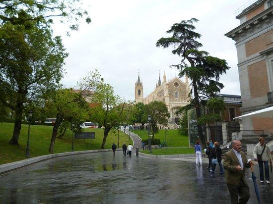 Paseo del Prado: Вид на церковь
