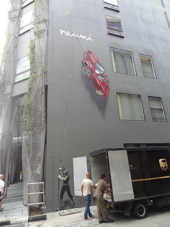 Naumi Hotel : wall-art