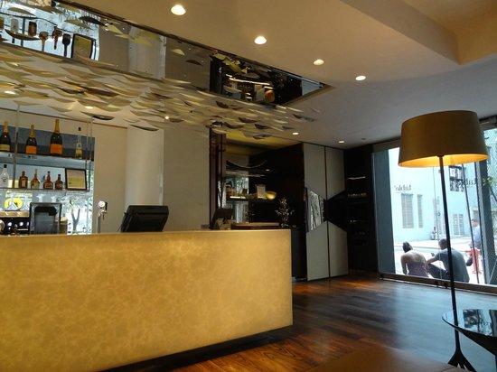 Naumi Hotel: inside hotel bar