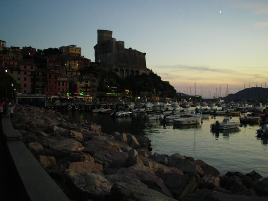 La Barcaccia : View of the Lerici by night  - : ))