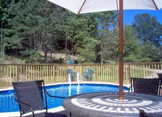 Country River Inn : Relax by the outdoor pool and hot tub