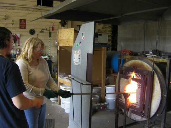 Lincoln City Glass Center: Heating the glass to make it workable (Hands On)