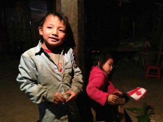 Ms. May Kieu's Homestay: Ms. May Lieu's children, Tay and Dee
