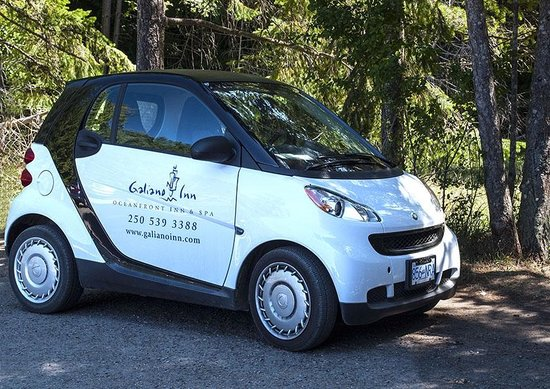 Wood-fired Pizza Terrace: Smart cars are available for guests who fly into the island.