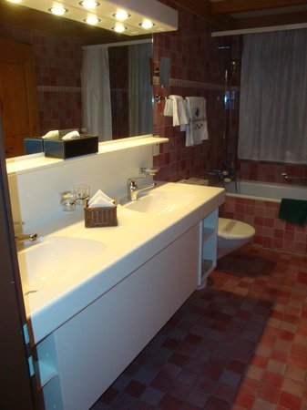 Hotel Bernerhof Gstaad: Bathroom