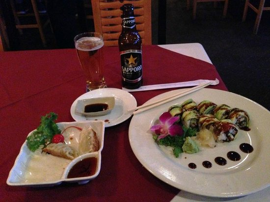 Oyama Japanese Restaurant: Excellent food - Dragon Rolls and Gyoza excellent!