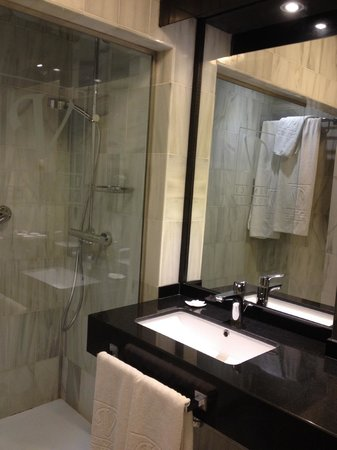 Vincci Albayzín : Banheiro