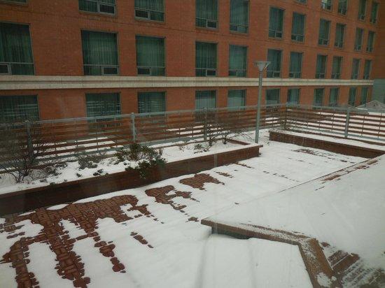 Sheraton Suites Calgary Eau Claire : The sun deck (early April)