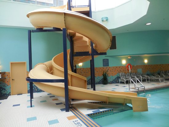 Sheraton Suites Calgary Eau Claire: The slide