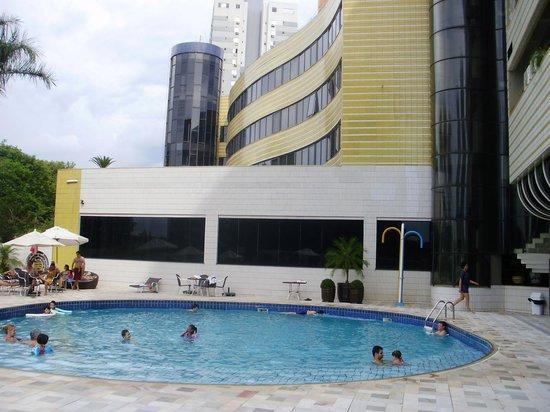 Continental Inn Hotel: piscina