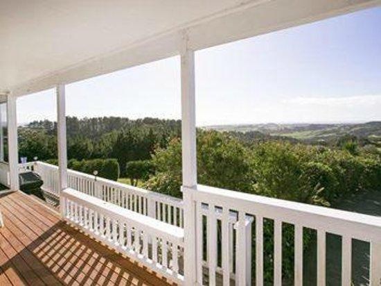 Mangawhai Retreat Apartments: Balcony view Reception area