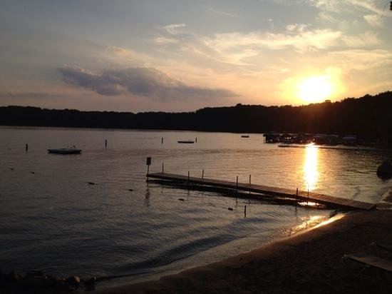 Kavanaugh's Resort : a beautiful evening on Sylvan Lake