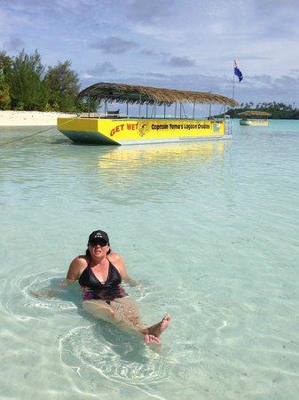 Captain Tama's Lagoon Cruizes : Enjoying the sun