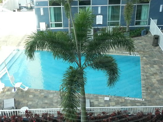 Staybridge Suites St. Petersburg Downtown: Hotel Pool - Outdoor pool