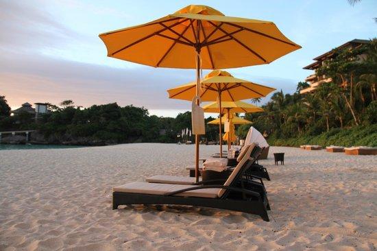 Shangri-La's Boracay Resort & Spa: Beach Umbrellas