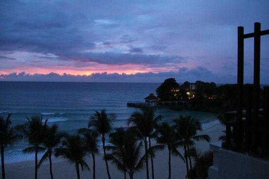 Shangri-La's Boracay Resort & Spa: Nightfall