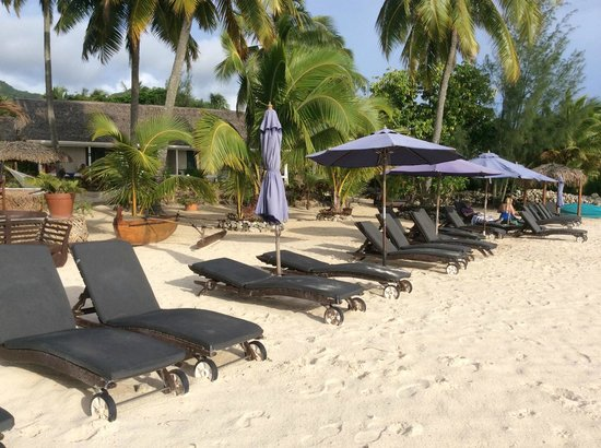 Manuia Beach Resort: Sun Loungers