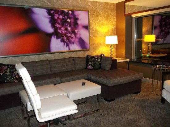 MGM Grand Hotel and Casino: Sitting Area in the Tower Spa Suite