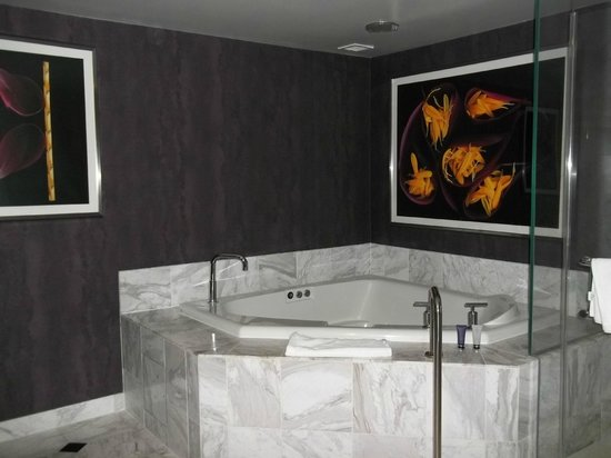 MGM Grand Hotel and Casino: The Jacuzzi Tub