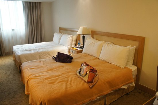 Golden China Hotel: 2 double bed room for 4 pax