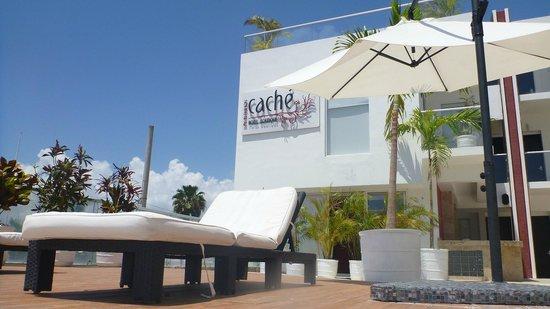 Cache Hotel Boutique: Auprès de la piscine