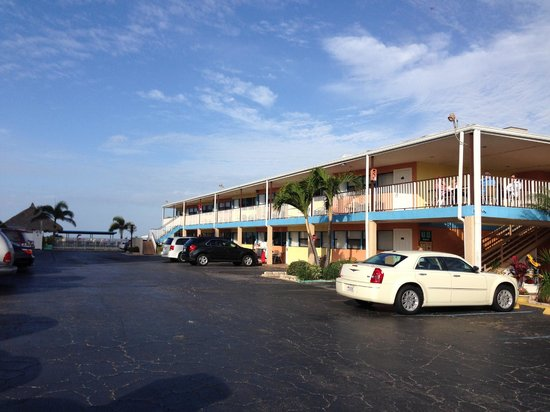 Plaza Beach Hotel - Beachfront Resort : Rooms