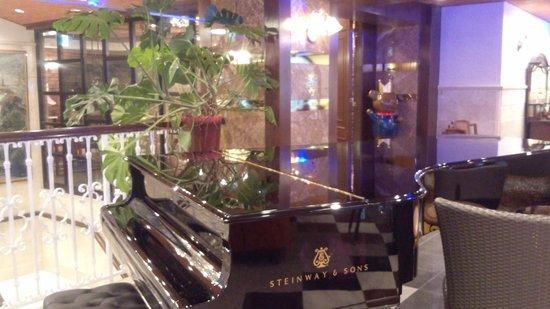 Hotel Konigs-Krone Kobe: 2階カフェ