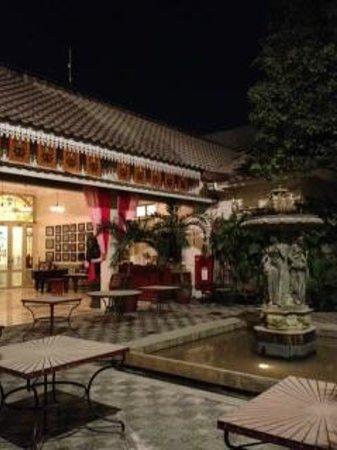 The Phoenix Hotel Yogyakarta - MGallery Collection: 中庭