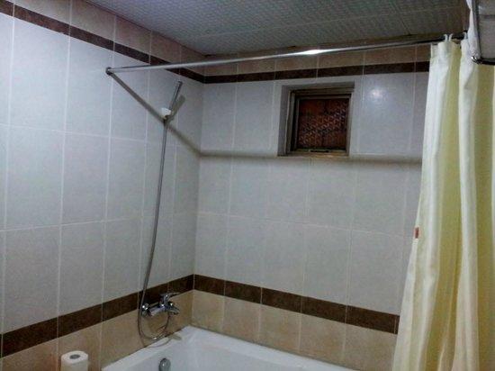 Ho Sen Hotel: bathroom