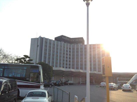 Narita View Hotel: 正面から見たホテル