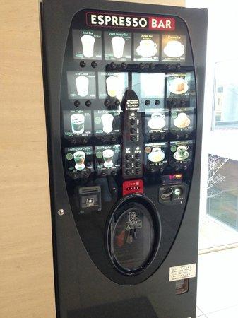 Narita View Hotel: コーヒーの自販機。インスタントじゃないのが良いですね
