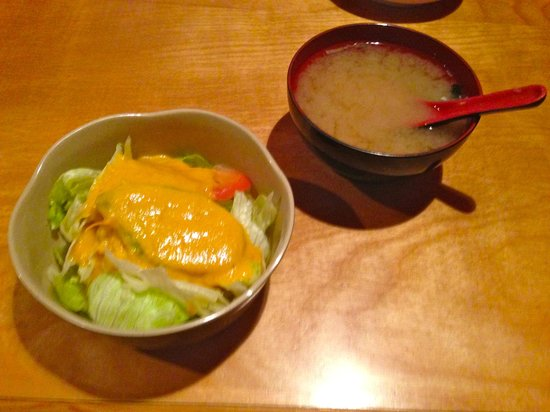 Moritomo Japanese Restaurant: Salad & Miso Soup