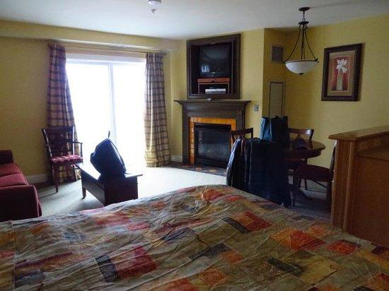 Seneca Condos: Room view - studio deluxe with fireplace and balcony