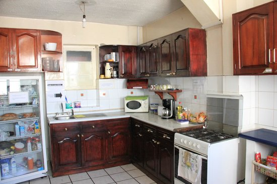 Hostel Revolution: Kitchen