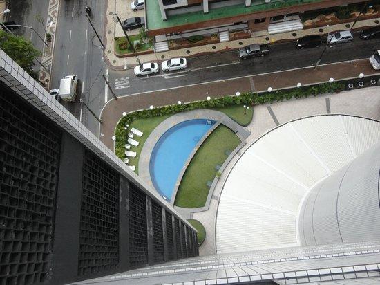 Comfort Hotel Fortaleza: Piscina pequena, não cheguei a usar.
