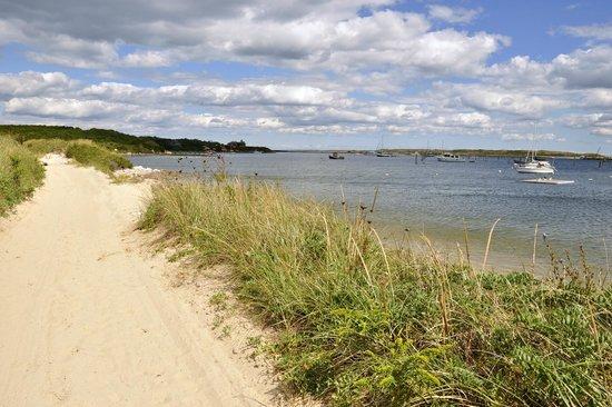 Avalon, The Inn on Cuttyhunk Island: walking path