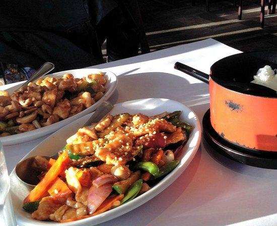Lily Kai Tiburon: Delicious Garlic Chicken and Cashew Chicken!