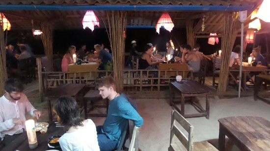 Klong Jark Bungalows : Dinner time.