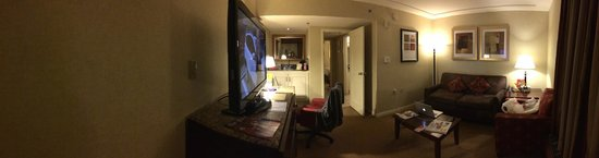 Doubletree by Hilton Torrance - South Bay : Living Room