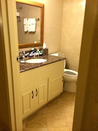 Doubletree by Hilton Torrance - South Bay: Bathroom