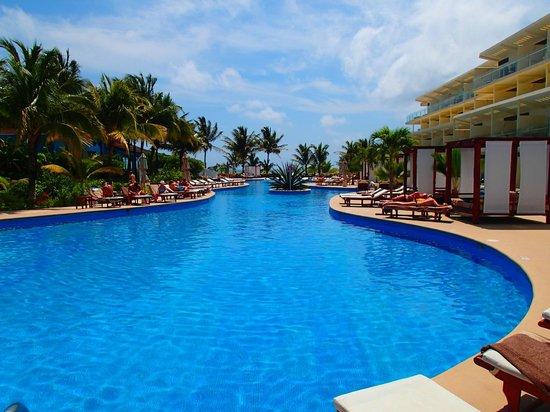 Azul Sensatori Hotel, by Karisma : Piscine section Premium