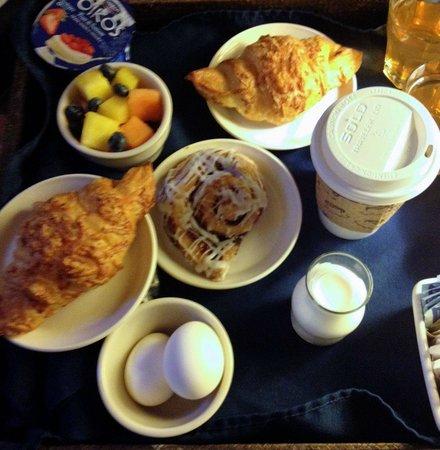 Waters Edge Hotel : Free breakfast including yogurt, coffee, ham/cheese croissants, fruit and roll.