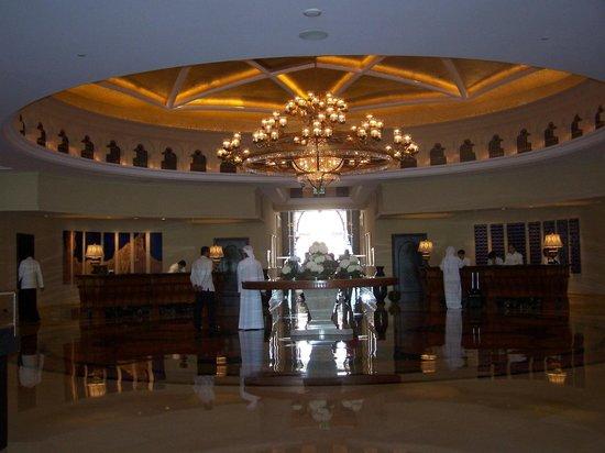 Shangri-La Hotel, Qaryat Al Beri, Abu Dhabi : Hotel Foyer